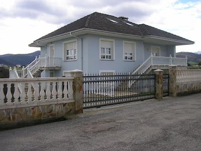 CASA EN LUARCA, EN ASTURIAS COSTA (SPAIN) - Luarca - Dům