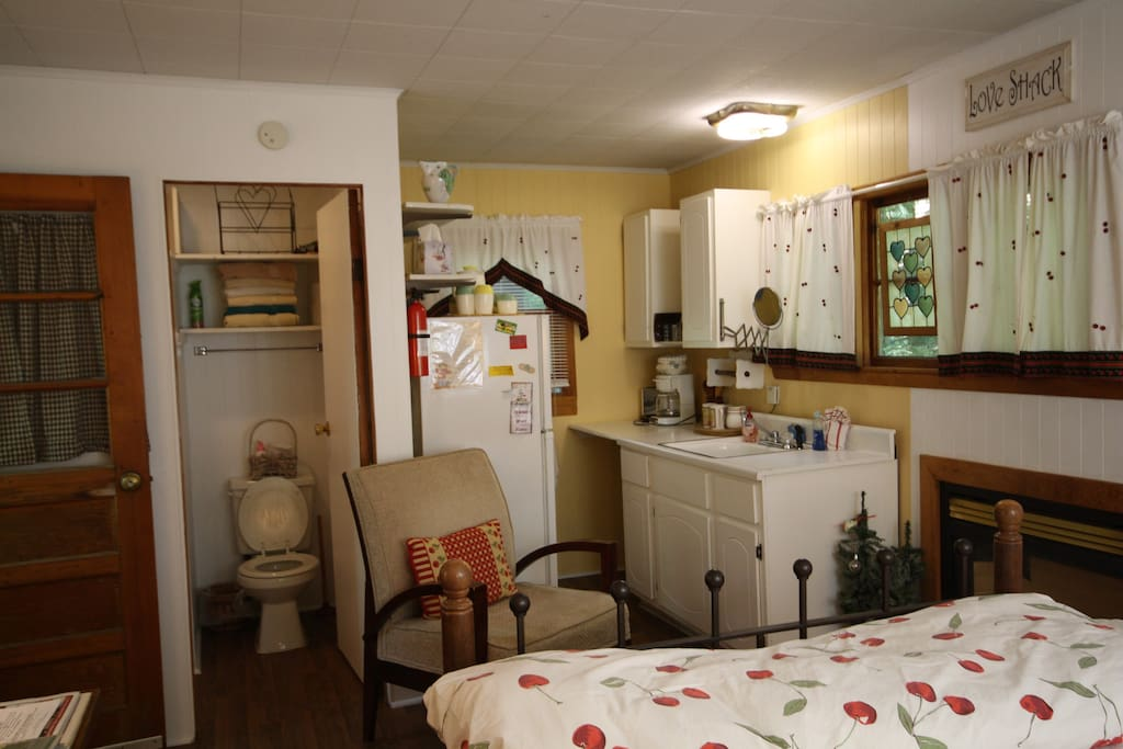 Gas Fireplace heats the cabin, equipped kitchen, bath w/shower