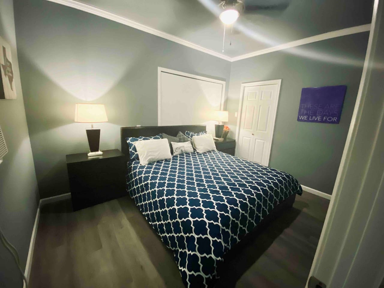 King size bed for plenty of room to stretch out. Blackout shade keeps the room dark for your best nights sleep!