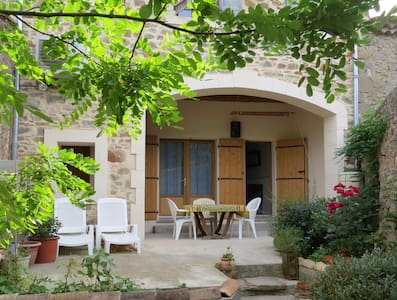 Quiet, spacious double/twin en-suite room - Moux - Talo