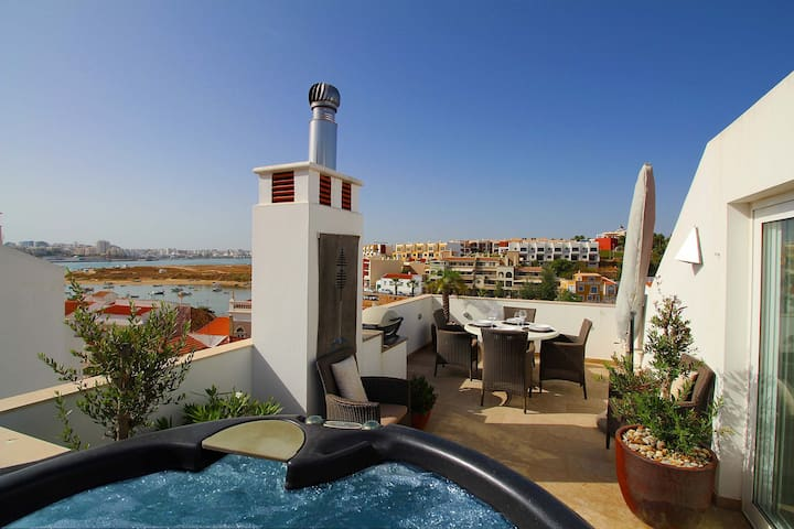 Townhouse Vista, Heart of village, Roof terrace, Hot tub, Estuary views - Ferragudo - Casa