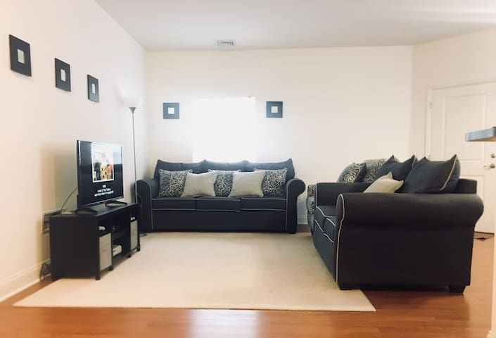 Cozy Apartment near Airport/Downtown!