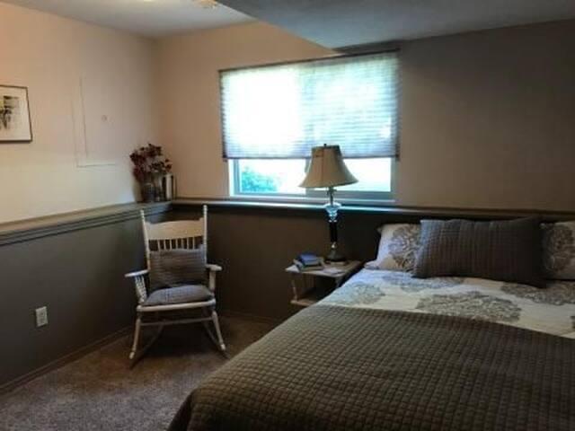 Quiet, clean  bedroom and breakfast