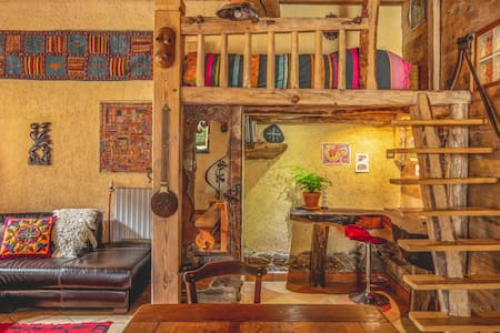 The Dragon Barn - Studio