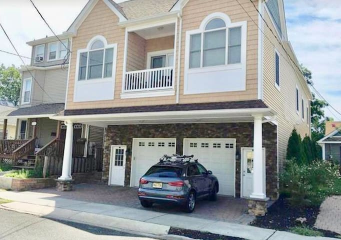 Luxury 2 Bedroom Getaway in Bradley Beach!