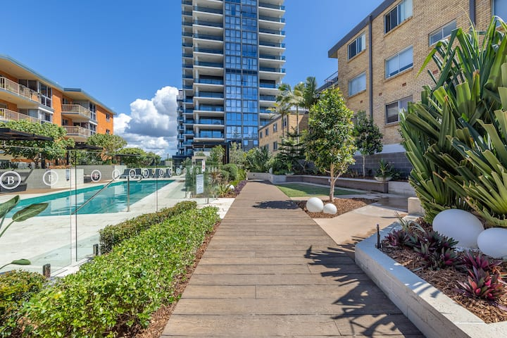 Waterview Beachside Apartment in Burleigh
