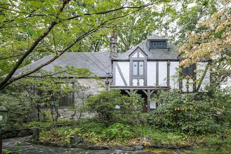 Private Floor in a  Gorgeous Tudor (1B1B+Office) - Scarsdale