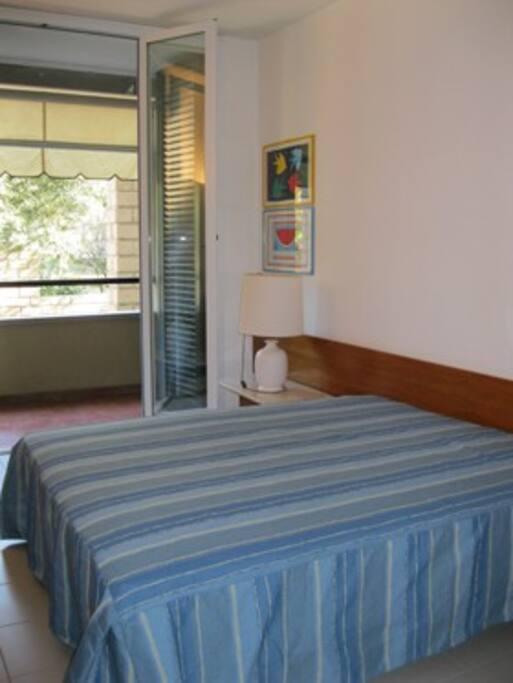 Secondo balcone dalla camera da letto sulla pineta e sul mare