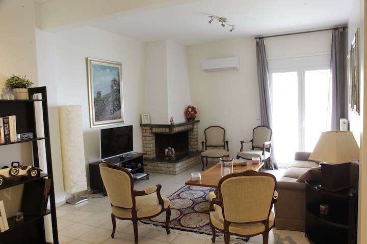 Bright and shiny apartment 100m from the beach! - Palaio Faliro