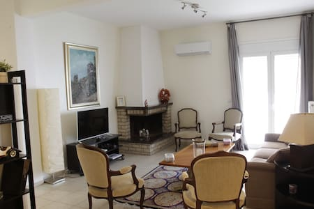 Bright and shiny apartment 100m from the beach! - Palaio Faliro - Lejlighed