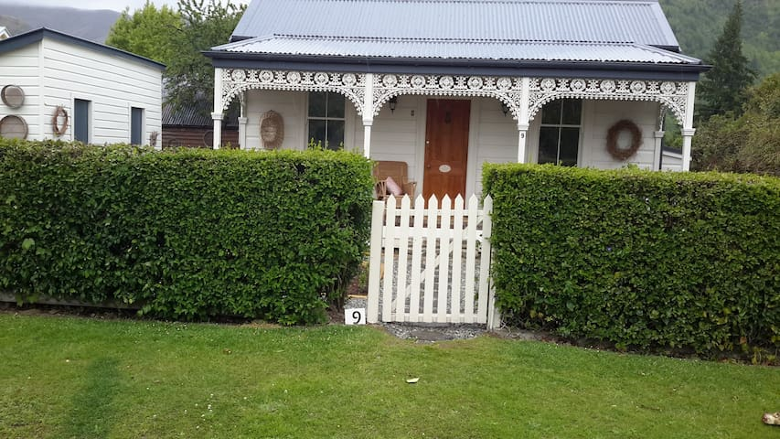 Historic Arrowtown cottage - Arrowtown - Huis