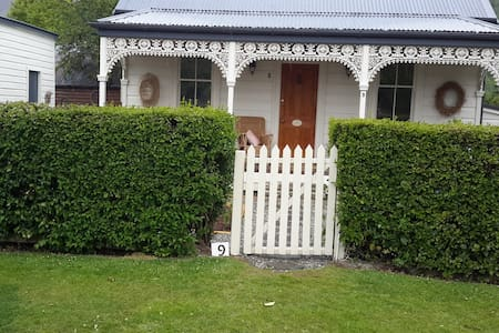 Historic Arrowtown cottage - Arrowtown