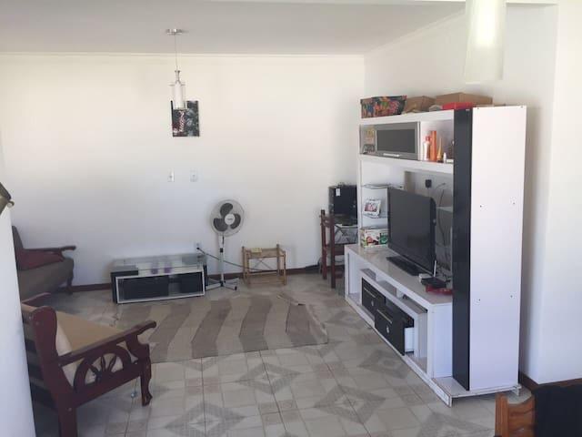 Casa confortável e espaçosa cond