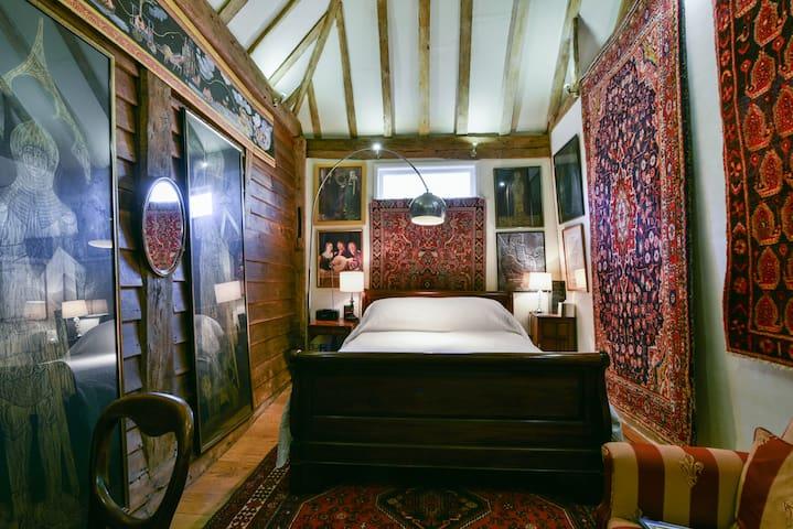 B&B Sissinghurst, England's Oldest Oast House - Bed & Breakfast