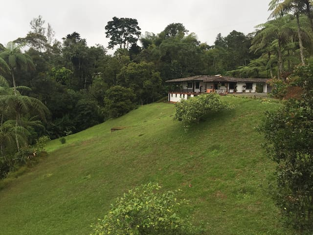 Disfruta la naturaleza en las montañas del valle! - Borrero Ayerbe - Natuur/eco-lodge