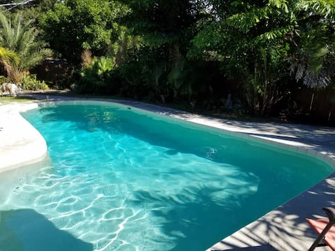 Close to downtown Sarasota home with pool
