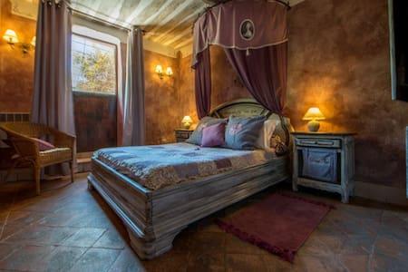 Suite-appartement de 70 m2 à Roussillon, Luberon - Roussillon