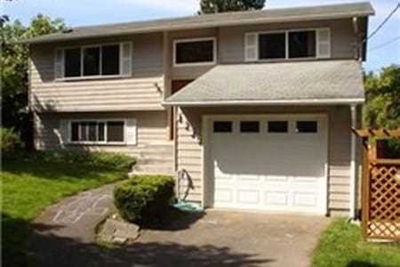 Spacious 3bed/2ba Shoreline Home - Shoreline
