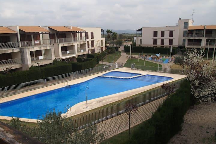 Apartamento con piscina, golf y Pich & Put - San Jorge - Apto. en complejo residencial