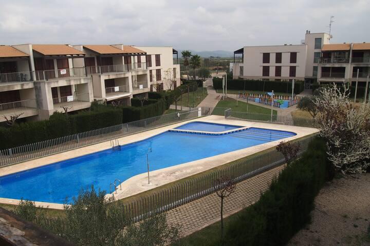 Apartamento con piscina, golf y Pich & Put