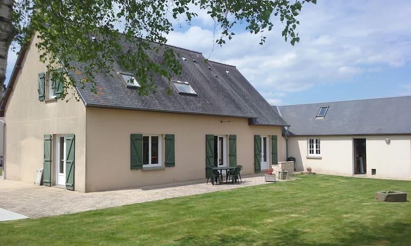 Chambre en campagne proche de la mer. Box cheval - Saint-Aubin-des-Préaux