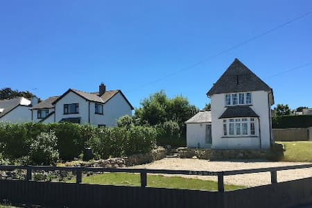 Luxury coastal family home, sea views and parking - Sennen