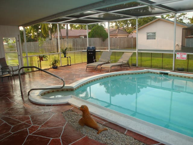 VACATION CENTRAL-Heated Pool, Beach, Golf, Casinos - Coconut Creek - Hus