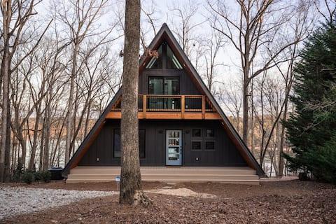 Hey Frame: Modern A-frame cabin on Lake Hartwell