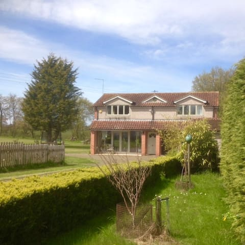 Detached Annex with fantastic views - Hertfordshire - Apartment