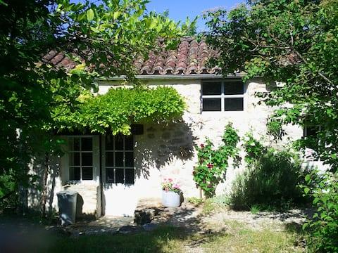 Une petite maison  avec charme en plein campagne
