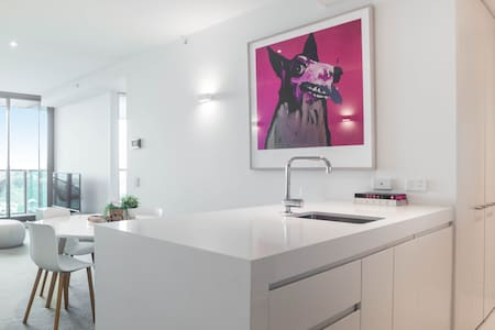 Melbourne City Luxury 2 Bed 2 Bath Apartment