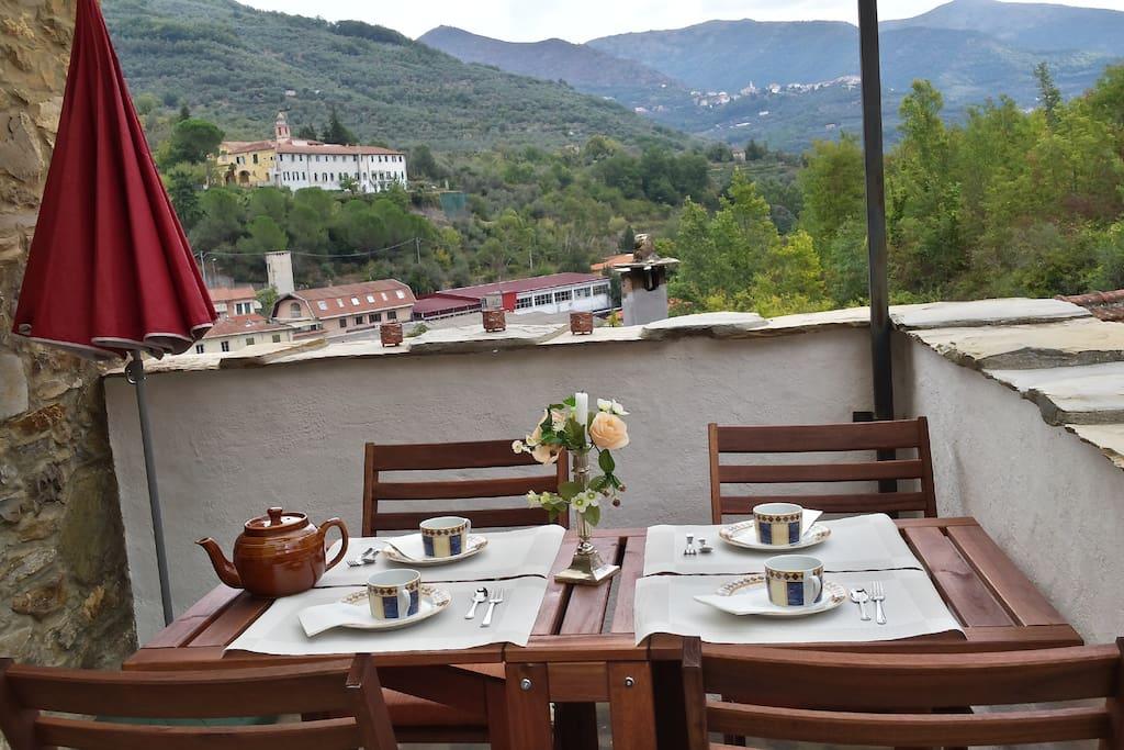 ein vertr umtes steinhaus mit herrlichem bergblick dammusi italien zur miete in borgomaro. Black Bedroom Furniture Sets. Home Design Ideas