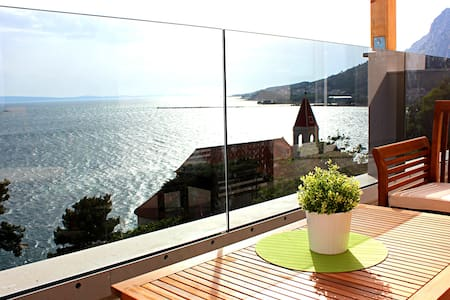 ❤★ Ap3_W spacious apartment with sea front view★❤ - オミシュ(Omiš)
