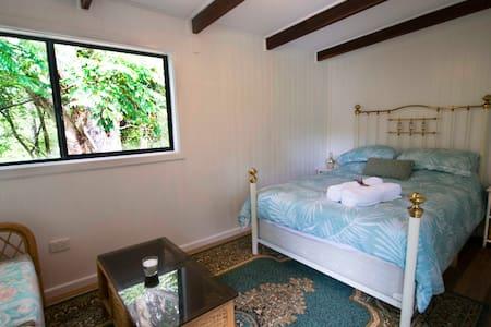 green room bedroom