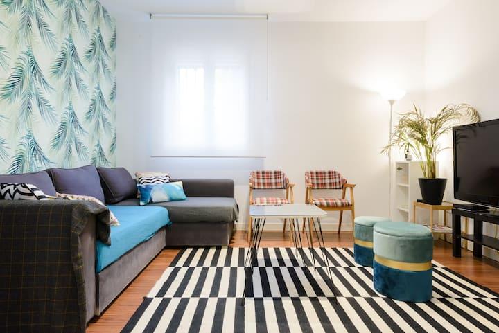 Habitación doble y baño privado a 5' metro Ventas