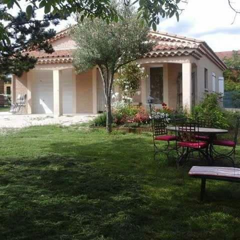 Villa avec piscine et barbecue - Saint-Hilaire-de-Brethmas - House