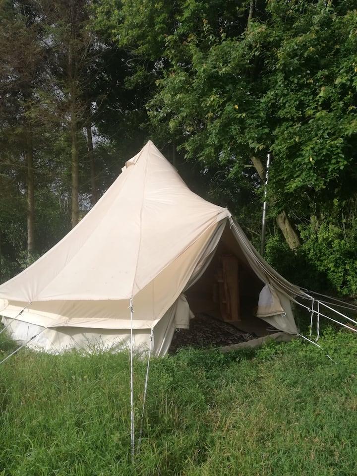 Billig glamping overnatning i luxus telt med ovn.