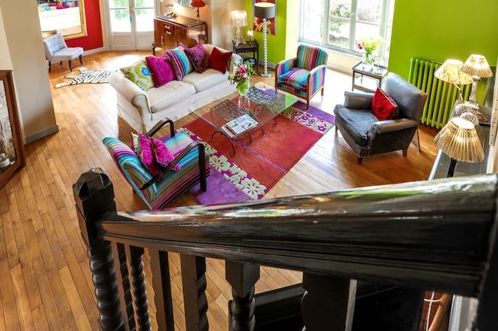 Jolie et lumineuse chambre dans maison de charme