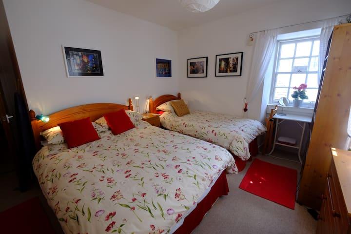 Family/twin/dble room in Inveraray