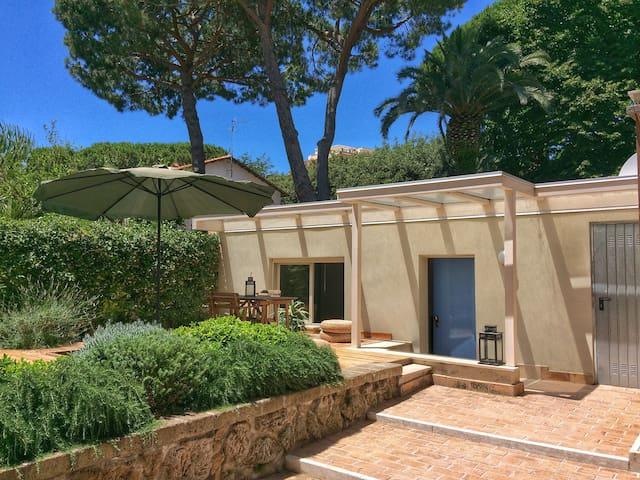 Cozy modern apt. with stunning garden