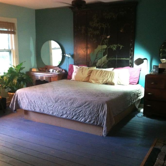 Master bedroom with Tempurpedic mattress