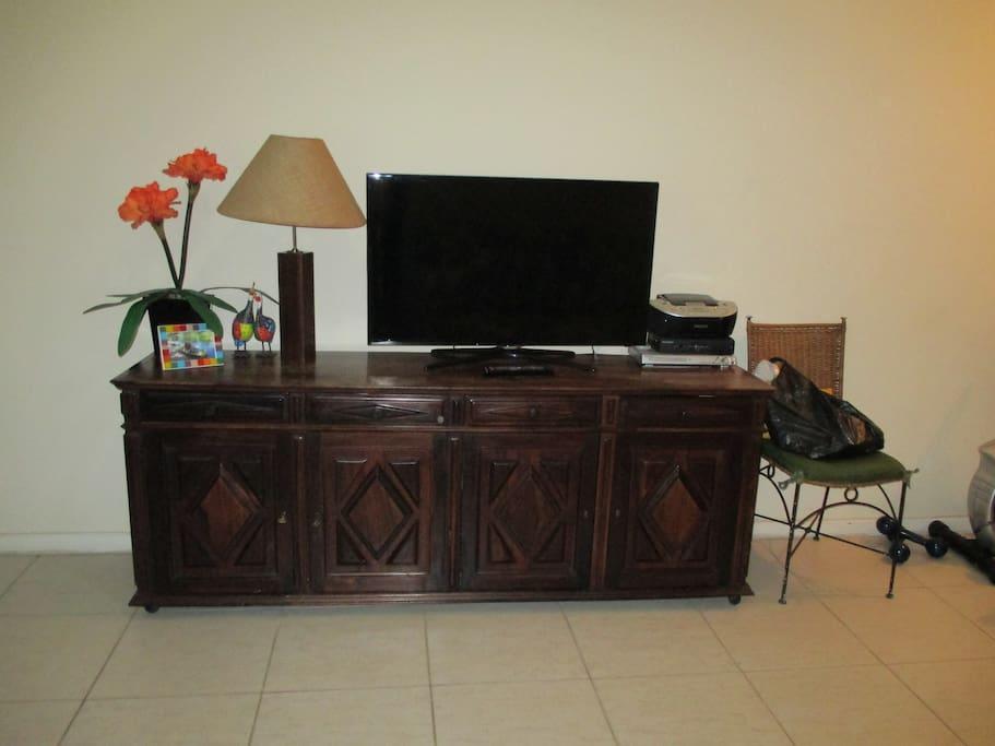 Sala e televisor
