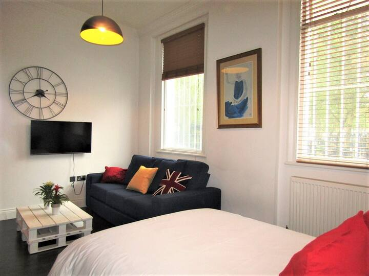 (3) Modern Studio In Kings Cross