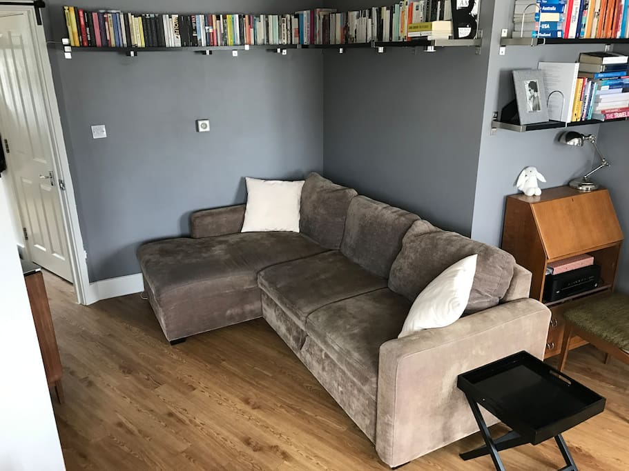 Fold out sofa that will fit 2 people