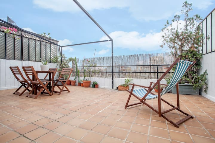 Sunny apartment with terrace in city center