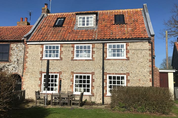 Family holiday cottage on North Norfolk coast