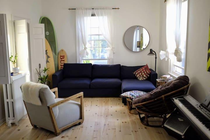 Private Room in Corktown Beach House