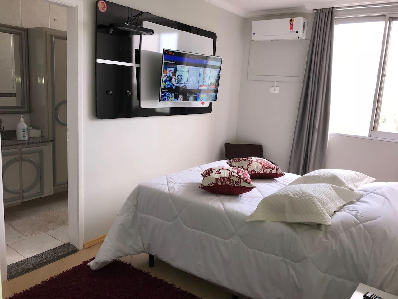 Dormitorio Principal con baño privado, Tv Internet. Quarto principal com casa de banho privada, Internet Tv. Master bedroom with private bathroom, Internet Tv.