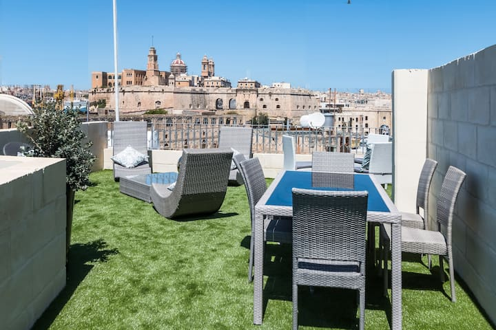 Historical Palazzo turned Boutique Hotel Cospicua