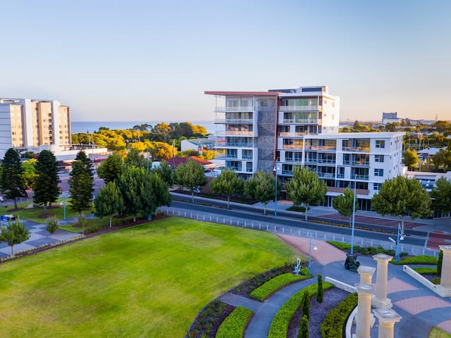 The Azure Beachside apartments are close steps away from the beach, foreshore,  fabulous promenade and park areas. Public transport: 15 minutes away from Rockingham Station.   The perfect location for city breaks to the beach and long term lifestyle.